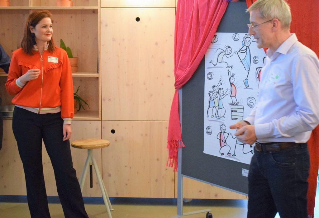 Nadine Knur (HOOD) und Helmut Thies (MID) präsentieren sechs Regeln des Improtheaters und bringen es in den Kontext des agilen Arbeitens.